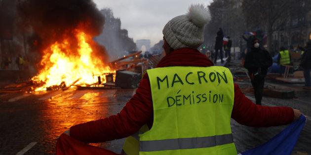 foto de Macron répond aux gilets jaunes par une nouvelle opération de communication