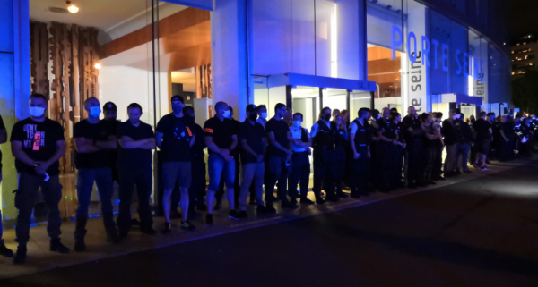 Manif et intimidation policière devant la Maison de la Radio : Castaner « solidaire » des policiers