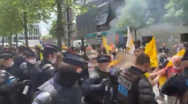 Réforme de la PAC : des paysans en lutte et des élus LFI et EELV violemment réprimés à Paris