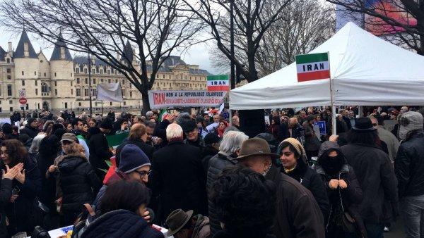 A Paris aussi, solidaires de la mobilisation populaire en Iran !