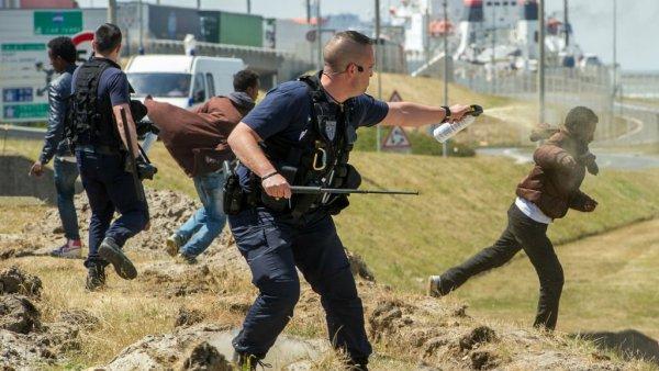 Macron se dit « prêt à attaquer en diffamation » toute personne dénonçant les violences policières »