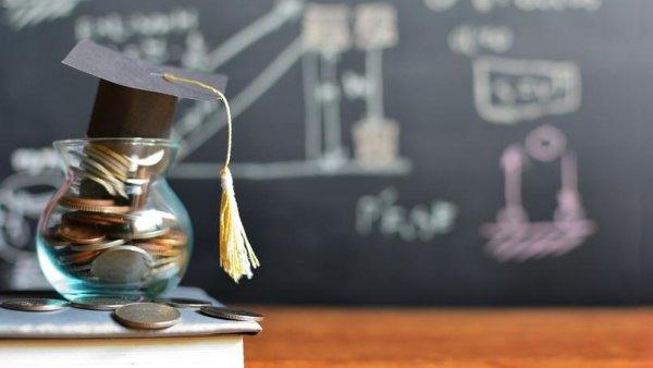 Légère augmentation des bourses étudiantes : des miettes !