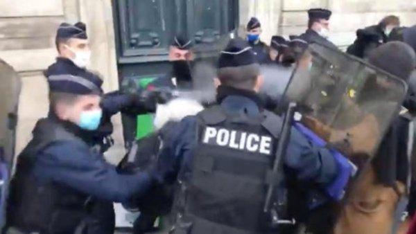 A qui sert la liberté d'expression ? Des journalistes couvrant des mobilisations réprimés par la police