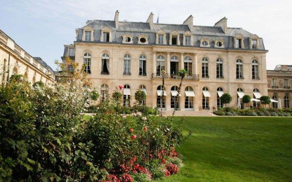 """""""Ça lui coûte"""" : Brigitte Macron vit mal son confinement dans les 300m² de l'Elysée"""