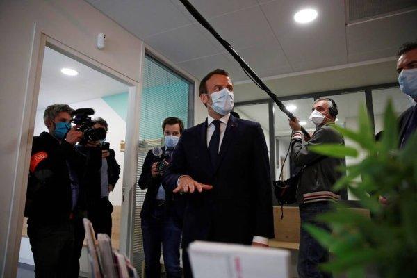 Macron savait depuis décembre « qu'un dangereux virus était signalé à Wuhan » selon le Canard Enchaîné