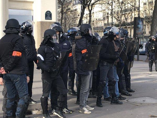 Actes XIII : A Paris, les forces de police défendent le siège du MEDEF