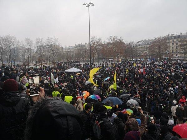 Les manifestations reprennent partout en France contre les lois liberticides, la répression aussi